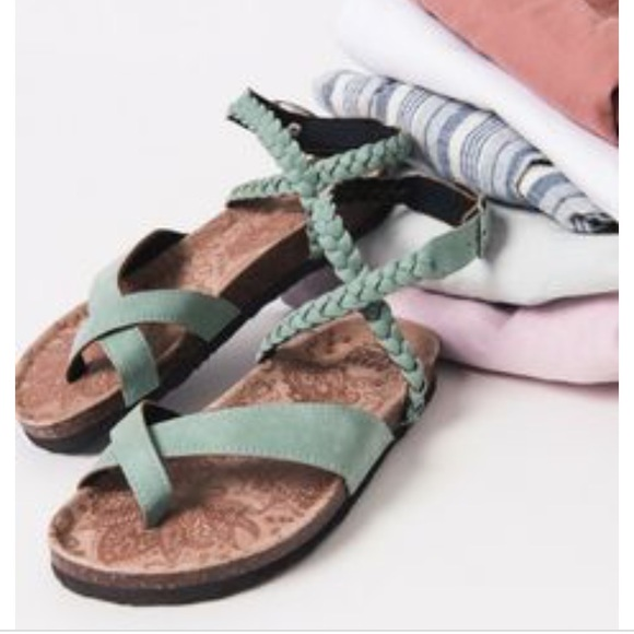 0bf9a354df97 Muk Luks Estelle Sandals🌺Sz 8🌺Jade Green